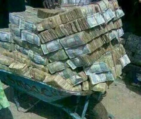 Naira Crashes Again,   Sells at N310 to Dollar