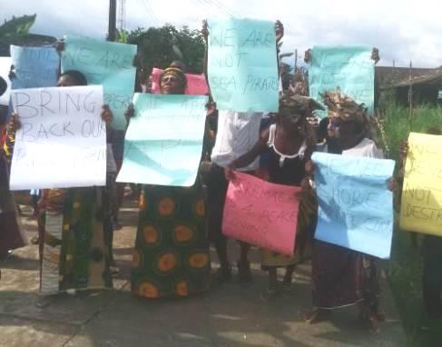 Urhobo Women Barricade East-West Road, Protest Army Intimidation, Arrest of Indigenes