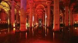 Yerebatan Sarnıcı (Versunkener Palast) ist eine spätantike Zisterne in Istanbul
