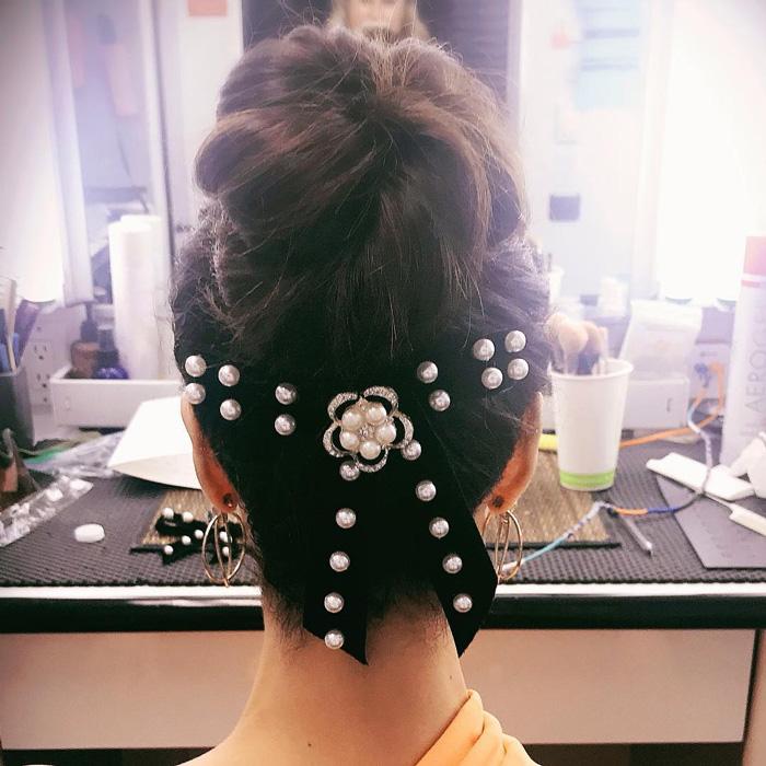 Roselyn Sanchez hair accessory