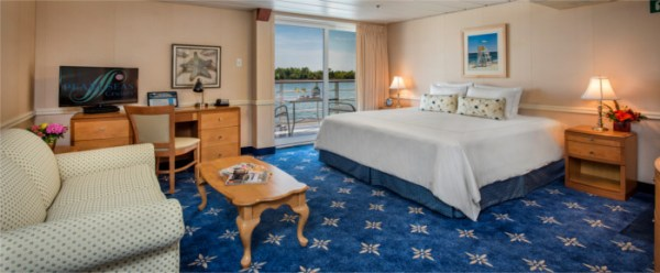 Category R stateroom aboard the Pearl Mist