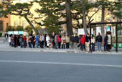 Au Japon on fait la queue pour tout : pour attendre le bus aussi.