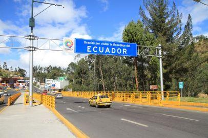 La frontière très facile entre l'Equateur et la Colombie : un pont!