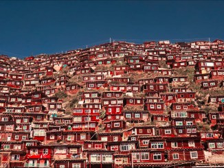 A photo of Sêrtar County in Tibet where the Larung Gar Buddhist Academy is located I Images: Antoine Schirer