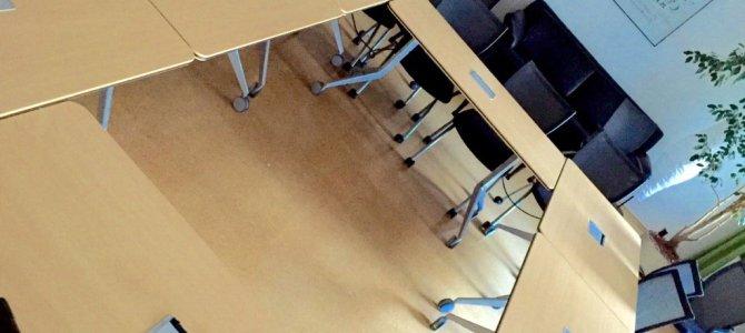 Nichts ist leerer als ein leerer Lehrraum. Stolz,…