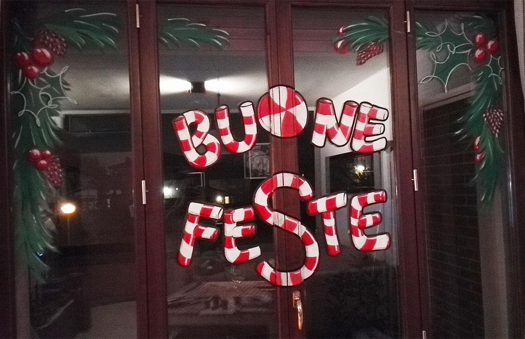 Vetrina natalizia decorata
