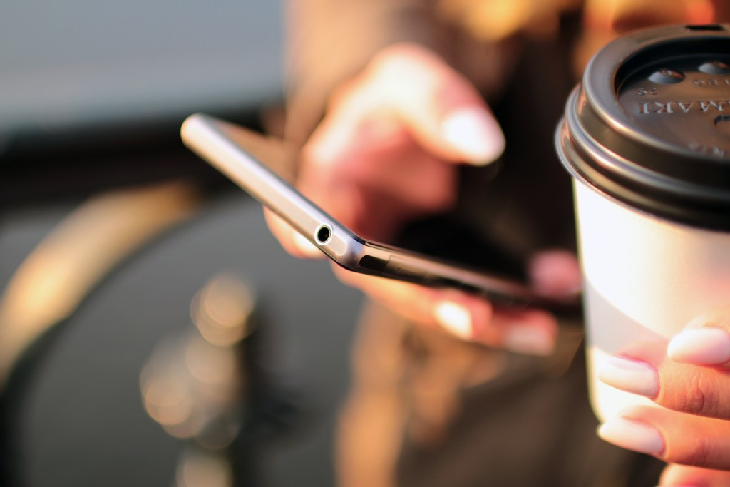 hands-coffee-smartphone-technology