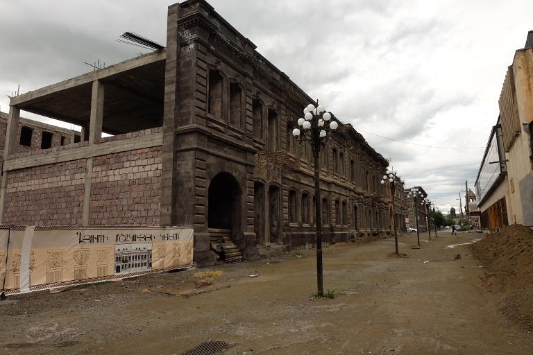 Het oude centrum van Gyumri na de aardbeving van 1988