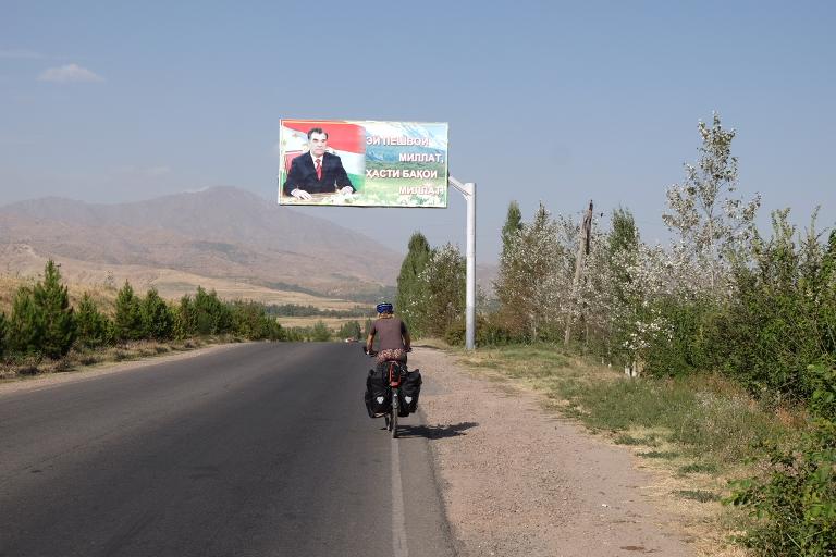Nog een Centraal Aziatisch land met een president die dit blijkbaar nodig heeft.