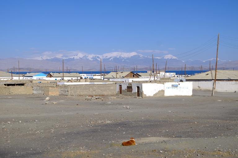 Karakul, met enorm meteorietmeer op 3900 'm hoogte