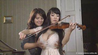 Hitomi tanaka em um vídeo lesbico chupando gostoso