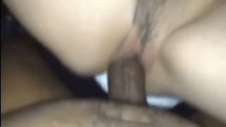Negão fodendo a buceta da loira safada no motel.