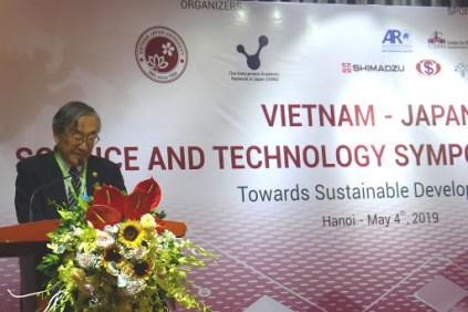 Rector of VNU Vietnam Japan University, Prof. Furuta Motoo, delivering a welcome message. (Photo: Tran Huynh Ngoc)