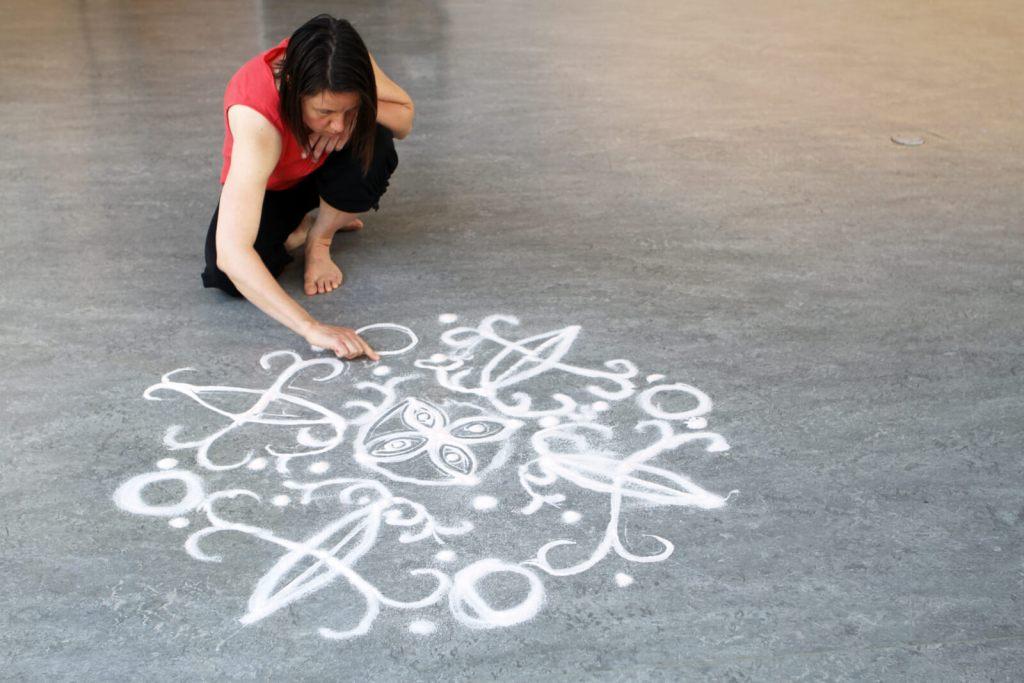 Anjuna LANGEVIN   VOYAGE DE RETOUR   Résidence exposition   Art performance
