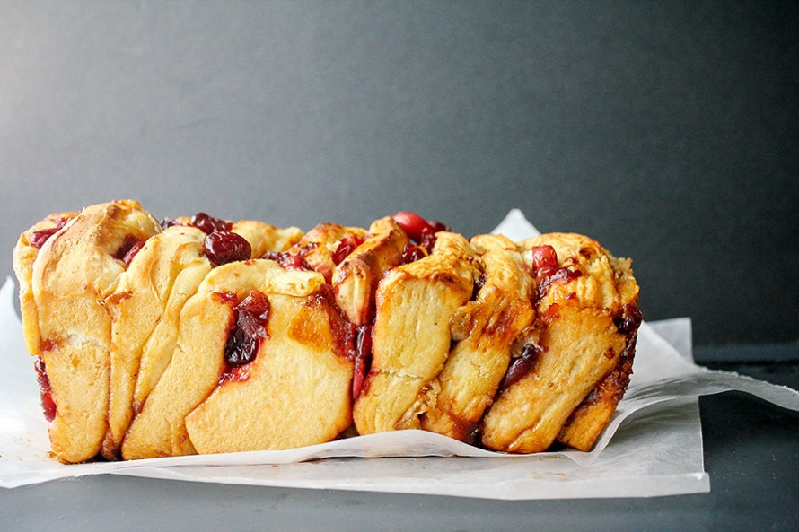 Caramelized Cranberry & Brie Pull-Apart Bread