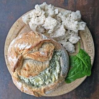 Hot Spinach and Artichoke Dip in a Sourdough Bread Bowl | Veggie Desserts Blog