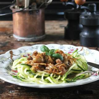 Miso Roasted Mushrooms and Courgetti/Zoodles | Veggie Desserts Blog