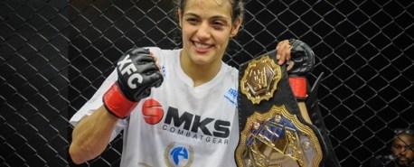 Poliana Botelho festeja contrato com o UFC e projeta descida tranquila ao peso-palha