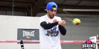 Veja como é o treino do pugilista com uma bola de tênis