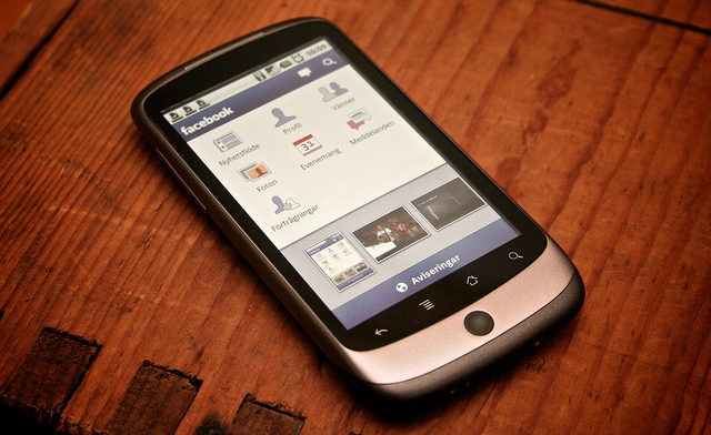 facebook-android-phone