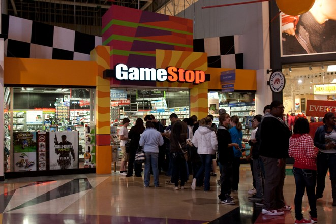 GameStop_Store_holiday_line