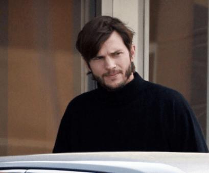 Ashton Kutcher acts Steve Jobs