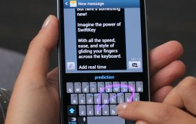 Photo of SwiftKey Flow in action