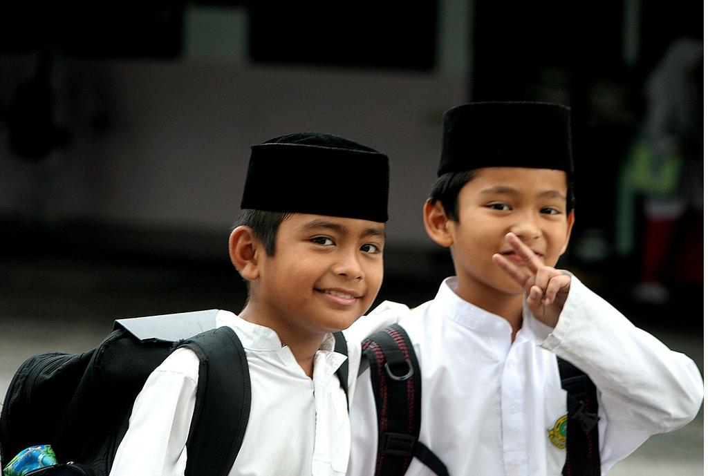 malaysian school kids