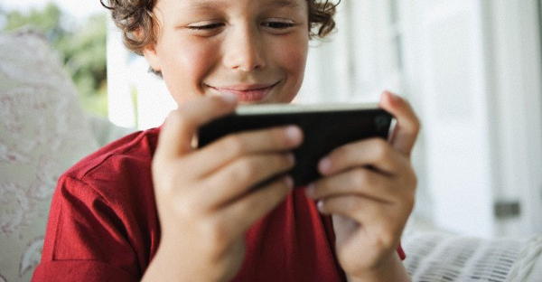playing-games-on-cell-phone-RATINGS