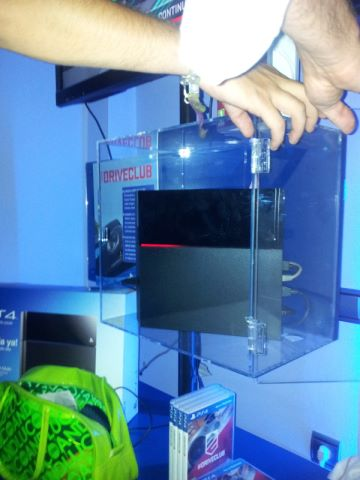 The PS4 was placed in this case overnight. The next morning, it had a red LED.