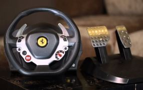 Thrustmaster: TX Racing Wheel, Ferrari 458 Italia Edition for Xbox One.