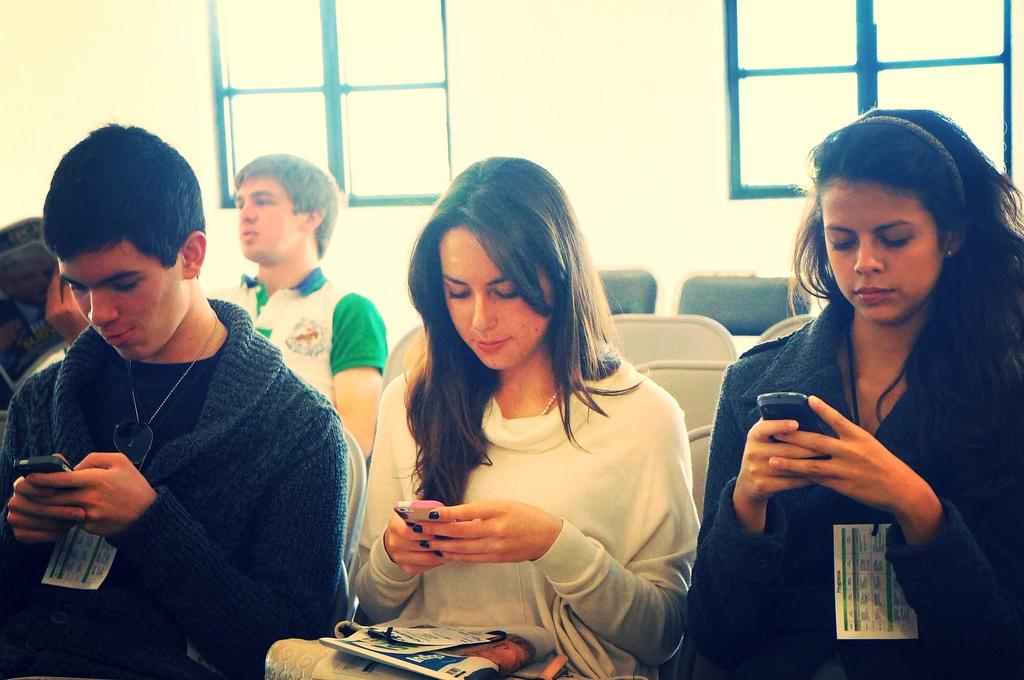 people smartphones Esther Vargas flickr
