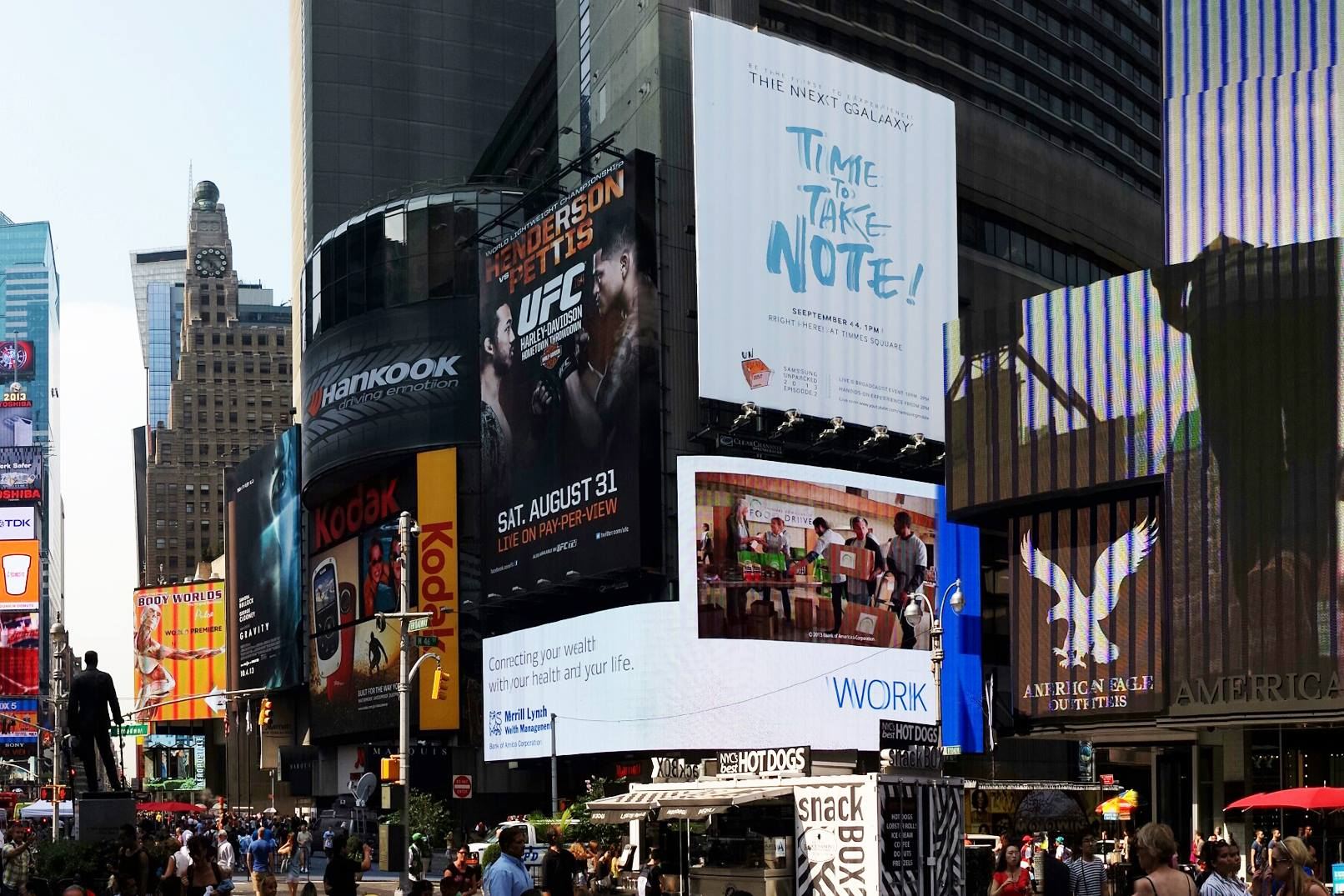 A billboard teasing the Galaxy Note 3 in 2013.