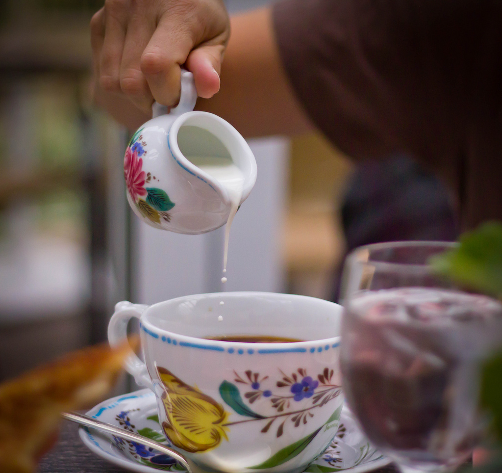 Pour Creamer in Cofee