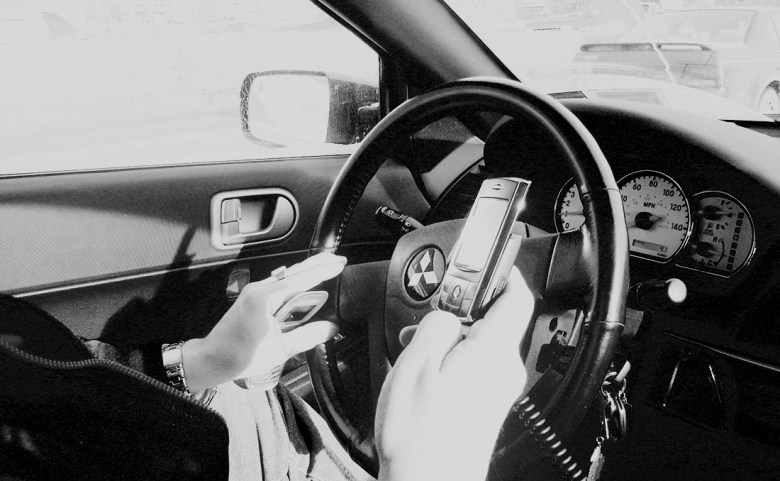 driving-while-texting-wiki