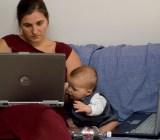 Laptop woman baby Tom & Katrien Flickr