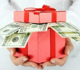 Box money Khomulo Anna Shutterstock