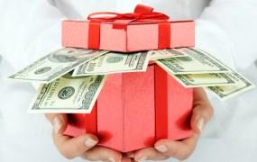 Box money Khomulo Anna Shutterstock