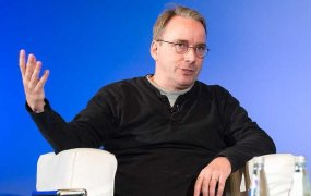 Linus Torvalds on stage in Edinburgh, Scotland