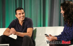 Ramin Bastani, founder and chief executive of Healthvana (left), speaks with Moderator: Molly Maloof of GeneSolve at VentureBeat's 2014 HealthBeat conference in San Francisco on Oct. 27.
