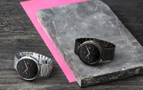 21853-1_moto_360_two_metalwatches_6712_1