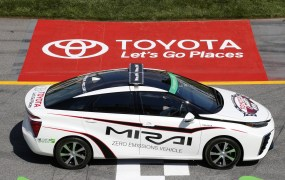 toyota-mirai-serves-as-official-pace-car-for-2015-toyota-owners-400-nascar-sprint-cup-race_100509071_h