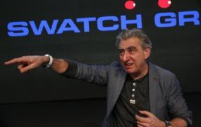 Swatch Group CEO Nick Hayek poses with the new 'Swatch Touch Zero One' during the Swiss watchmaker's annual news conference in Corgemont March 12, 2015.   REUTERS/Denis Balibouse