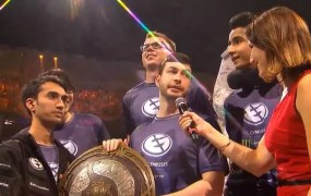 The Evil Geniuses team holding the trophy for The International.