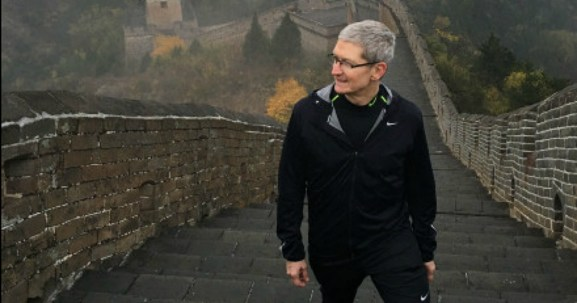 tim-cook-apple-great-wall-china-crop