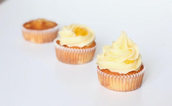 les étapes tropical cupcakes - ananas, mangue, coco - VeryCake
