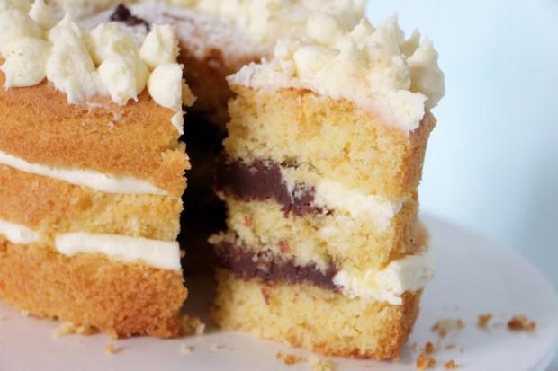 gâteau coco et ganache au chocolat - coconut cake and chocolate ganache // VeryCake