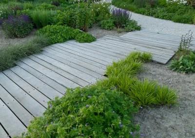 Vlonder en tuinpad te Biervliet