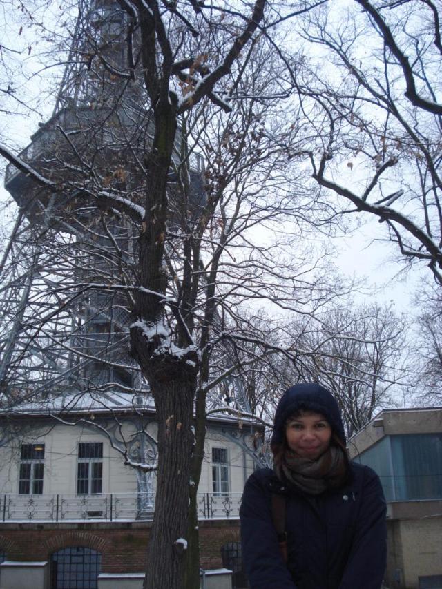 Viajando sozinha e tranquila - Viajando bem e barato pela Europa - Torre Eiffel_Praga