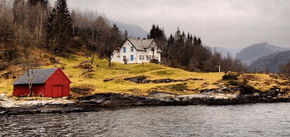 """30 horas em Bergen (Noruega), a cidade encantadora de madeira e """"porta de entrada"""" para os fiordes"""